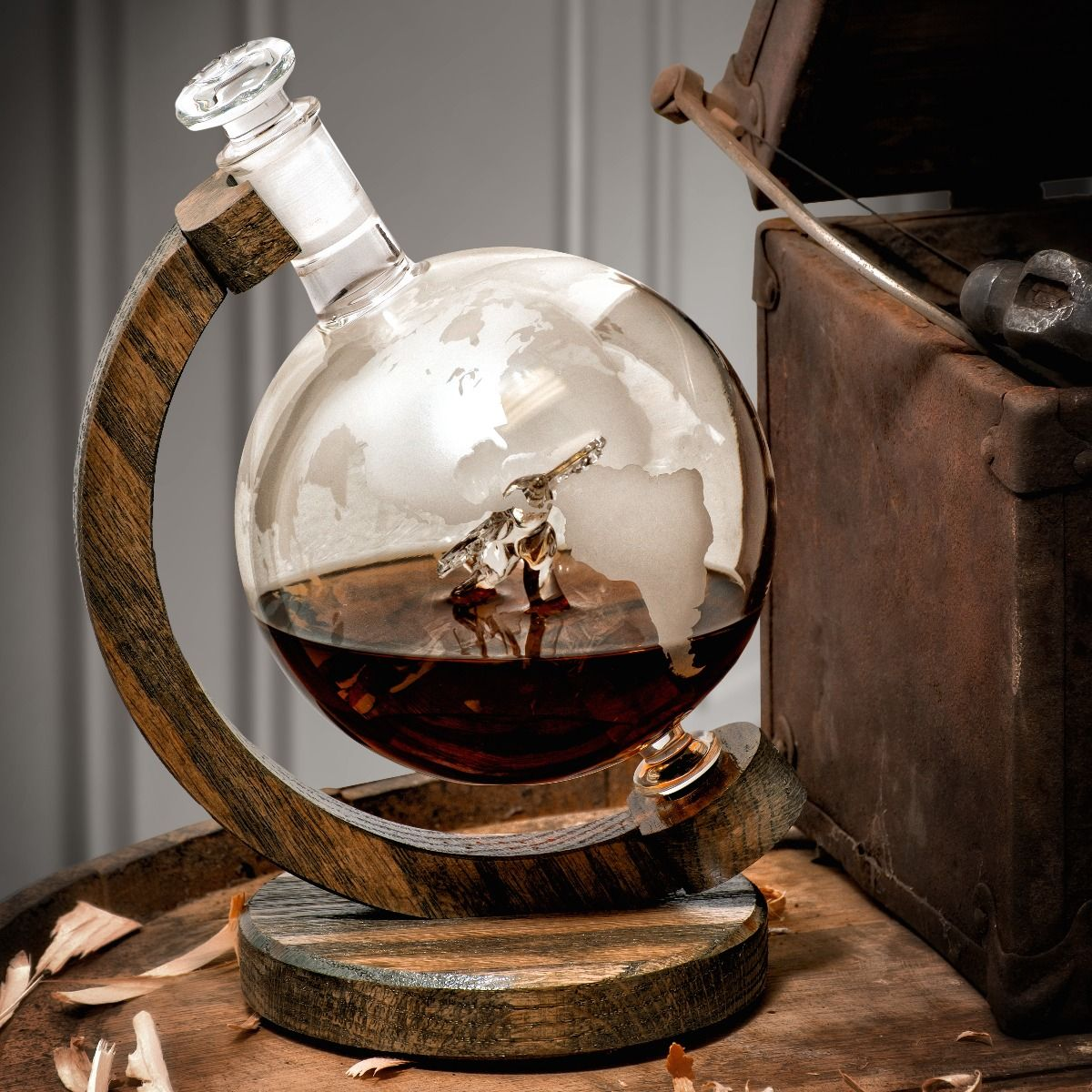 Etched globe decanter C-130