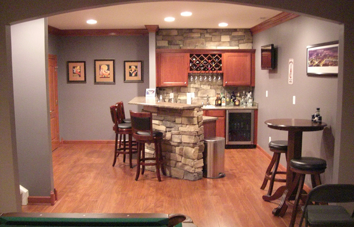 Guide to home bar accessories.