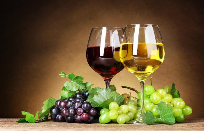 Red Wine Glasses vs. White Wine Glasses