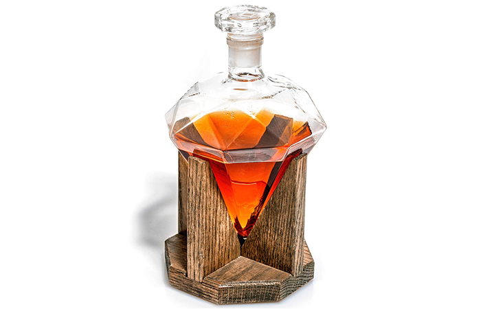 Diamond-shaped decanter - with an airtight glass stopper by Prestige Decanters