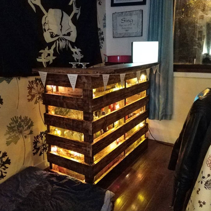 DIY Pallet Bar - Indoor, Lighted