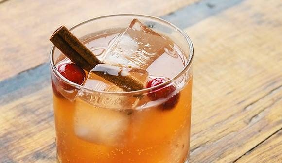 Easy rum drinks with garnish