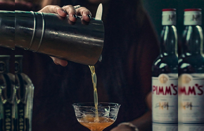 Fall cocktails - pouring