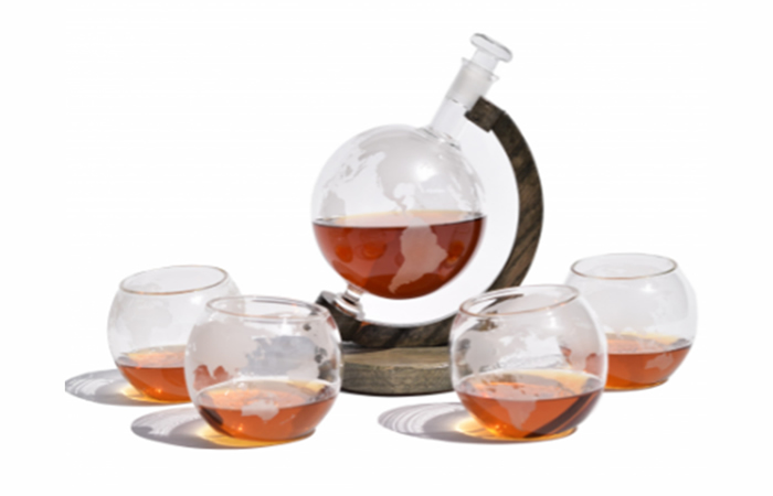 Etched globe decanter set - with 4 matching whiskey glasses made by Prestige